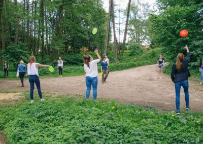 Trening rzutów frisbee.